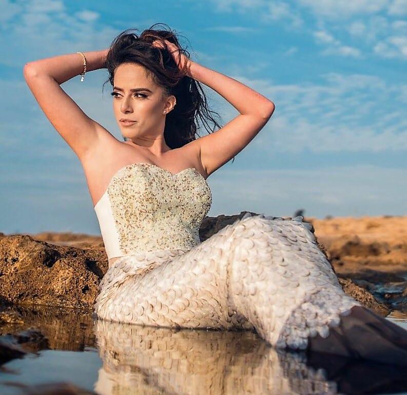 שמלת כלה לצילום על חוף הים באשדוד