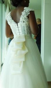 שמלת כלה מאחורה