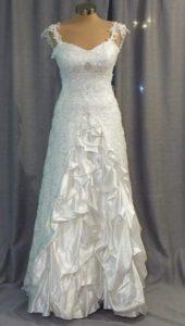 שמלת כלה קצפת jsav