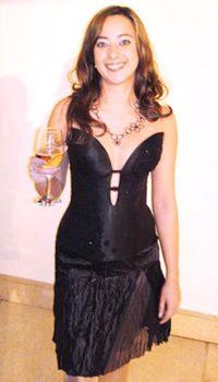 שמלת ערב שחורה עם מחשוף באשדוד
